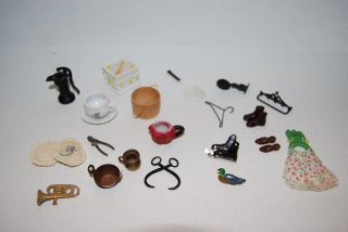 Miniature Doll House Decorative Items, Well Water Pump, skates, shoes