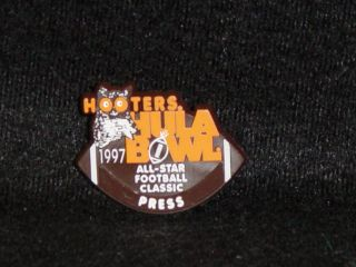 Press Pin Vinage College Fooball Hula Bowl 97 Uniform Exra