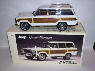 18 Autoart Jeep Grand Wagoneer White Awesome Detail