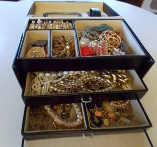 109 Pieces Costume Jewelry,Trunk, Some Signed,18 Rings,Wear,Repair