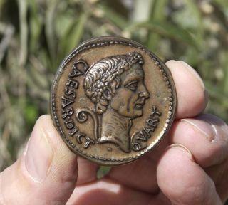 ROM Julius Caesar Numismatic Medal Chariot