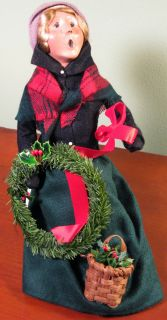 2003 Byers Choice Woman Caroler in Seated Position Wreath Basket
