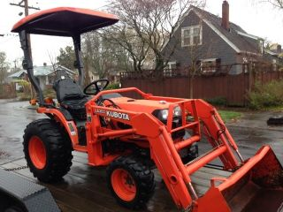 Kubota B7510 Tractor with Loader