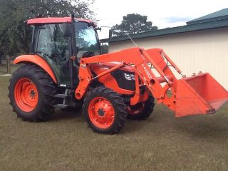 Kubota M 7040 Tractor Loader