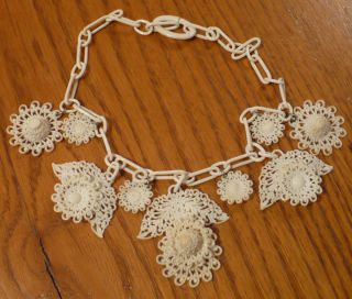 Vtg 50s Early Molded Plastic White Lace Flower Dangle Necklace