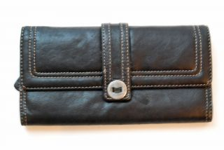 Kenneth Cole Reaction Black Leather Womens Trifold Wallet