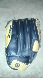 Wilson A360 Softball Baseball Glove Very Nice Condition