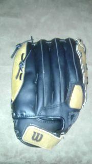 Wilson A360 Softball Baseball Glove Very Nice Condition