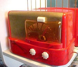 Art Deco 1947 Emerson 511 Red Catalin Plaskon Tube Radio Raymond Loewy