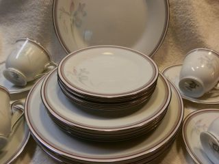 Noritake China Dinnerware Malverne 20 Pieces Service for 4