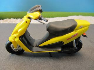 Maisto Diecast Malaguti Phantom Scooter Motor Bike Motorcycle 39312 1