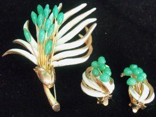 ELEGANT KRAMER 1940s JADE GREEN GLASS, ENAMEL BROOCH & EARRING SET