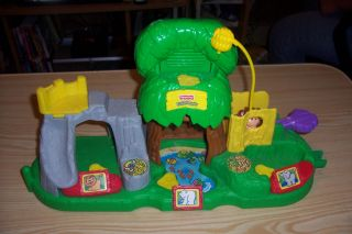 2001 Fisher Price Mattel Little People Animal House Zoo with Animal
