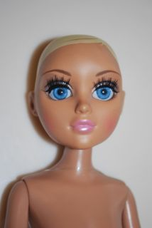 Moxie Teenz Melrose Fashion Doll Blond Blue Glass Eyes 13 Poseable