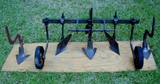 POINT HITCH CULTIVATOR, HILLER, MIDDLE BUSTER, FITS  JOHN DEERE