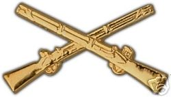 ARMY INFANTRY CROSSED RIFLES MILITARY GOLD HAT PIN