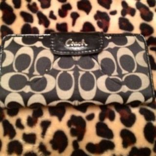 EUC coach 46161 ashley sateen signature wallet $218 retail black white