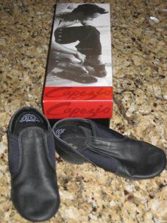 E2JC Jazz / Dance Shoes Boys / Girls Size 12 Black Slip On by Capezio