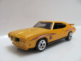 Hot Wheels 2011 10 Car Pack 70 Pontiac GTO Judge Loose