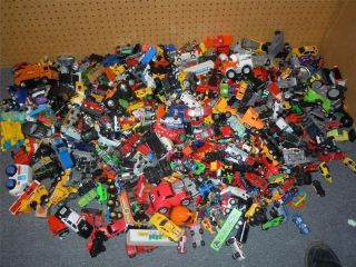 MASSIVE LOT of OVER 600 Diecast Hot Wheels Cars Trucks Toys Vintage