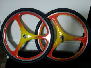 Spin Carbon Fiber 26 MTB Wheels Retro Custom $600 Paint Job Excellent